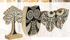 Figuras de madera de acacia pintadas con motivos de la naturaleza en blanco y negro, ideales por ejemplo para decorar un estante con libros... ¿dónde los vas a colocar?