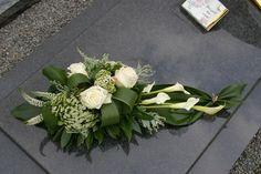 Funeral Flower Arrangements, Ikebana Arrangements, Beautiful Flower Arrangements, Beautiful Flowers, Grave Flowers, Cemetery Flowers, Funeral Flowers, Wedding Flowers, Deco Floral
