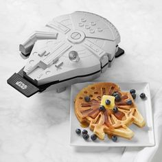 If you're on the lookout for the release of Le Creuset's beautiful Star Wars collection, the products are available now. Here's how to order the exclusive products from Le Creuset and Williams Sonoma. Star Wars Room, Star Wars Decor, Star Wars Kitchen, Star Wars Gifts, Star Wars Party, Star Wars Collection, Millennium Falcon, Lego Star Wars, Star Trek