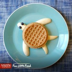 Turn breakfast into an undersea adventure with this fun sea turtle idea! Turn breakfast into an undersea adventure with this fun sea turtle idea! Cute Food, Good Food, Yummy Food, Toddler Meals, Kids Meals, Toddler Food, Food Art For Kids, Breakfast For Kids, Breakfast Pancakes