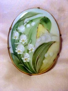 Lovely-C1930s-Hand-Painted-Lily-Of-The-Valley-Porcelain-Pin