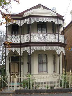 https://flic.kr/p/9MZ5A1 | A Victorian Terrace House - Flemington | A magnificent late Victorian boom period terrace house in the inner northern Melbourne suburb of Flemington.  Built between the 1880s and the 1890s, this residence features bay windows upstairs and down, stuccoed brick facade (with exposed red brick walls at the side elevations), large sash windows and two chimneys.  However its crowning glory must be without doubt its wonderful verandah and balcony with its intricately…