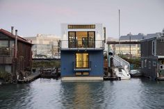 San Francisco floating houseboat captures a contemporary urban life design aesthetic