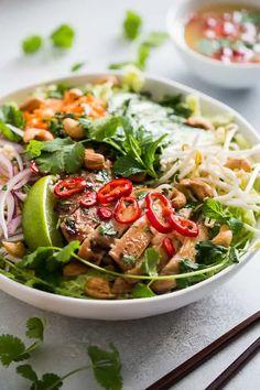 Healthy Salads, Healthy Eating, Healthy Recipes, Healthy Vietnamese Recipes, Asian Salads, Vietnamese Chicken Salad, Vietnamese Food, Vietnamese Salad Recipe, Vietnamese Sandwich