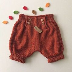 New ideas crochet baby pants families Baby Hats Knitting, Knitting For Kids, Baby Knitting Patterns, Baby Patterns, Crochet Baby Pants, Crochet Clothes, Knitted Baby, Toddler Boy Outfits, Kids Outfits