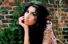 MEMORYWEBSITE: Amy Winehouse a složitý život mladé ženy
