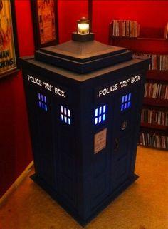 Someone made TARDIS jukebox with a bluetooth speaker inside http://computer-s.com/...