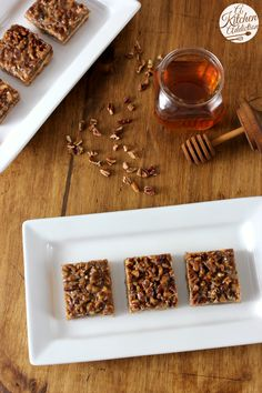 Honey Pecan Pie Bars l www.a-kitchen-addiction.com
