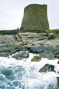 Mousa Broch in Shetland, Scotland is a building which is over years old! Great Places, Places To See, Beautiful Places, Scotland Uk, Scotland Travel, Places Around The World, Around The Worlds, Alaska, Florida