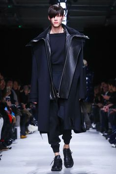 Juun J. Menswear Fall Winter 2015 Paris.  Another coat to adore. Because reasons.