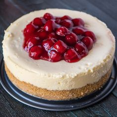 Pressure Cooker New York Cheesecake recipe. Perfectly cooked cheesecake in about an hour from the PC. - Pressure Cooker - Ideas of Pressure Cooker Pressure Cooker Cheesecake, Pressure Cooker Desserts, Power Pressure Cooker, Pressure Cooking Recipes, Instant Pot Pressure Cooker, Instapot Cheesecake, Cheesecake Recipes, Dessert Recipes, Cheesecake Pan