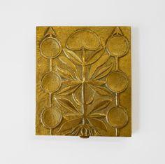 """Line Vautrin (1913-1997)  Boite rectangulaire, vers 1960 Importante boite rectangulaire en bronze doré. L'intérieur est entièrement garni de liège. Signé """"Line Vautrin"""" au-dessous. Largeur 9,5 cm - Profondeur 11 cm - Hauteur 1 cm"""