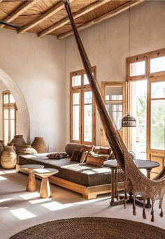 Love the walls, ceiling, windows, arch