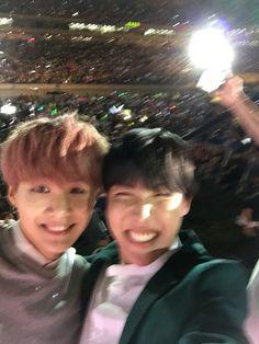 BTS | Min yoongi #Happybirthdaysuga ❤ #홉필름  #슈가생일ᄎᄏ  2015년 !!! 언제인지 모르겠다  공연장 위에서 단체셀카 찍으려고 찍었는데 이렇게 단둘이 찍힘... 몽미....