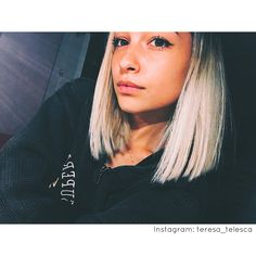 Fake Instagram, Senior Photos Girls, Teenage Girl Photography, Fake Girls, Cute Beauty, Girls Dpz, Boy Or Girl, Curly Hair Styles, T Shirts For Women