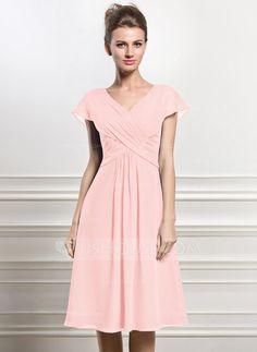 A-Line/Princess V-neck Knee-Length Chiffon Mother of the Bride Dress With Ruffle (008056830)