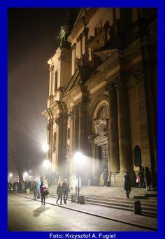 KRZYSZTOF A. FUGIEL FORUM Louvre, Gallery, Building, Travel, Viajes, Roof Rack, Buildings, Destinations, Traveling