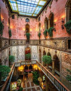 Interior of Hotel Danieli in Venice, Italy. Photography by: Trey Ratcliff #italyphotography  #ItalyPhotography