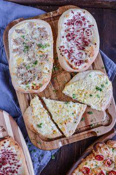 Rahm-Fladen Pizza Recipe No Yeast, Deep Dish Pizza Recipe, Fun Pizza Recipes, Pizza Snacks, Party Snacks, Toast Pizza, Tasty Videos, Thin Crust Pizza, Pampered Chef