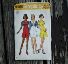 Simplicity 5499 1970s 70s Mod Fitted Dress by EleanorMeriwether