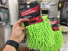 Kayak Camping Ideas Going camping this summer? Check out these 20 camping hacks you can do with items from the Dollar Tree! - Do you love to go camping? Try these 20 Dollar Tree camping hacks. They will save you money and make your camping life easier. Camping Ideas For Couples, Camping Hacks With Kids, Zelt Camping, Camping Bedarf, Tree Camping, Retro Camping, Camping Survival, Family Camping, Outdoor Camping