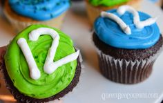 Seahawks Cupcakes - Seahawks Party Ideas - Queen Bee Coupons & Savings #Seahawks
