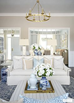 Home Decoration Ideas Apartments Spring decorating with elegant neutral tones and blue accents.Home Decoration Ideas Apartments Spring decorating with elegant neutral tones and blue accents. Blue Home Decor, Quirky Home Decor, Cheap Home Decor, Living Room Decor Blue, Blue And White Living Room, Elegant Home Decor, Living Rooms, Luxury Homes Interior, Home Interior