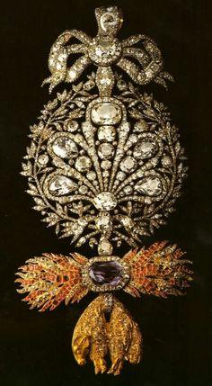 Insignia da Ordem do Tosão de Ouro Origem: Séc. XVIII Materiais: Ouro, Prata, Brilhantes, Rubis, Safira de Ceilão Pertença inicial do Infante D. Miguel