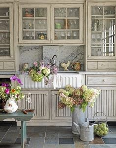 What a strikingly beautiful country chic kitchen, made all the more lovely by an abundance of fresh blooms.