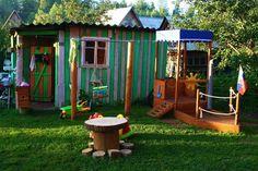 aire-jeux-enfant-cabane-bois-bateau-table-troncs-bois