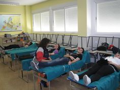 Alumnos de ciclos formativos donando sangre