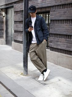 Discover recipes, home ideas, style inspiration and other ideas to try. Men Street, Street Wear, Look Street Style, Mode Vintage, Well Dressed Men, Cool Street Fashion, Men Looks, Streetwear Fashion, Streetwear Men