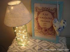 Abajur de garrafa com lâmpadas de natal - Casa Corpo e Cia.