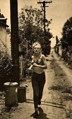 Marilyn jogging in the alleys of Los Angeles.