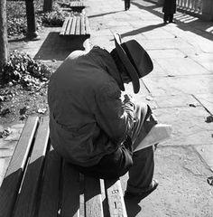 Vivian Maier - Man on park bench