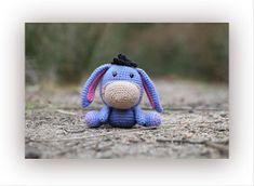 Horgolás minden mennyiségben!!!: Amigurumi leírások Crochet Gifts, Cute Crochet, Crochet Dolls, Amigurumi Toys, Softies, Crochet Stitches, Crochet Patterns, Crochet Ideas, Eeyore