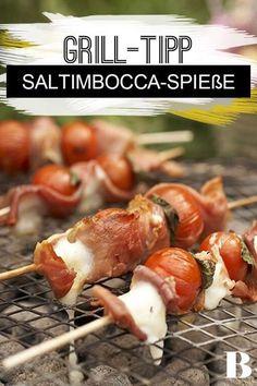 Tomaten-Saltimbocca-Spie�e. Fingerfood vom Grill: einfach Mini-Mozzarellas, Kirschtomaten, Serrano-Schinken und Salbei abwechselnd aufspie�en, grillen - und direkt vom Spie� knabbern. #fingerfood #schinken #tomaten #grillen Summer Barbecue, Bbq, Appetizer Recipes, Appetizers, Summer Time, Shrimp, Grilling, Healthy Recipes, Healthy Food