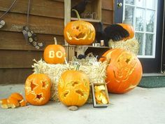 Learn clever and fun techniques for carving Halloween pumpkins, from DIY Network. Halloween Snacks, Halloween Tipps, Halloween Village, Diy Halloween Decorations, Halloween Pumpkins, Fall Halloween, Halloween Crafts, Halloween Party, Pumpkin Carving Tips