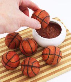 Basketball Party Treats and DIY Decorations - landeelu.com