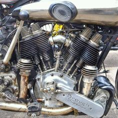 Brough Superior V-Twin Engine Old School Motorcycles, Antique Motorcycles, American Motorcycles, Cars And Motorcycles, Vintage Cafe Racer, Vintage Bikes, Norton Cafe Racer, Bobber, Harley Davidson