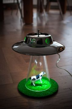 Alien Abduction light - UFO lamp by Lasse Klein is a unique lighting unit which is shaped like an UFO. Alien Abduction, Decoration Originale, Cool Gadgets, My Room, Inventions, Cool Things To Buy, Sweet Home, Geek Stuff, Diy Projects