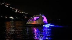 Barco futurista em forma de cápsula