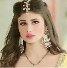 Indian Tv Actress, Beautiful Indian Actress, Mouni Roy Dresses, Mouny Roy, Bride Reception Dresses, Types Of Braids, Braid Types, Fancy Dress Design, Indian Wedding Couple Photography
