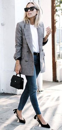 office casual inspiration_blazer + white top + bag + jeans + heels