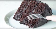 Un jour ou l'autre, on a tous besoin d'une bonne recette de gâteau au chocolat totalement décadent! Tasty Chocolate Cake, Totalement, Food And Drink, Cupcakes, Matilda, Recipe, Youtube, Cake Receipe, Recipes