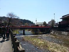 赤い中橋より。 やっぱり桜は咲いてない^_^;
