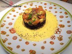 Tortino di riso venere, salmone, avocado e peperone giallo