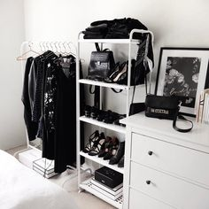 Bedroom black and closet image - Bedroom Black, Dream Bedroom, White Bedroom Decor, White Bedrooms, Diy Bedroom, Organizar Closet, Aesthetic Rooms, Minimalist Decor, Modern Minimalist