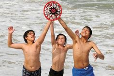 30 Fun Beach Activities for Kids this Summer Vacation. From beach games to water activities that use their imagination. Fun Beach Activities For Kids, Games For Kids, Kid Activities, Outdoor Activities, I Love The Beach, Beach Fun, Beach Party, Beach Ideas, Beach Vacation Outfits