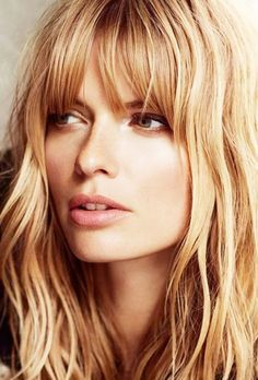 Wavy blonde hair with bangs // #Hair